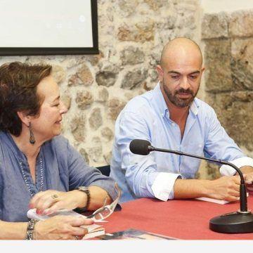 Javier Salinas presenta su primer libro: El árbol de Ana y otras melancolías